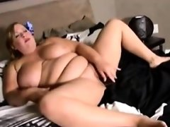 Bbw masturbating with her black toy