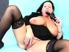 Bbw angel robislava is screwing her shaved pink..