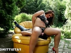 Fat ass marta sit on her man\'s face at the open