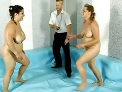 Brunnete bbw leny in the ring with blonde bbw..