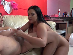 He finds curvy girl lacie james exciting
