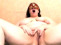 Amateur bbw with a mask masturbates