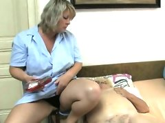 Nasty old woman gets horny getting her