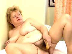 Dirty old slut goes crazy masturbating